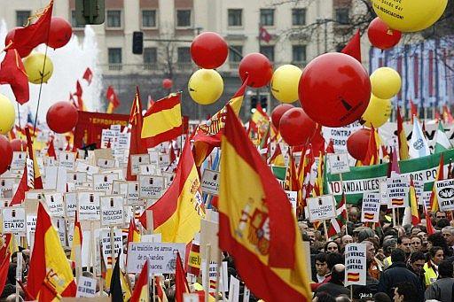 'Por la libertad. Derrotemos juntos a ETA. No a la negociación.'