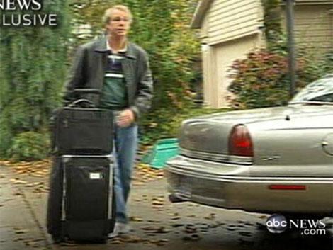 El copiloto Richard Cole en una foto de televisión. | Afp