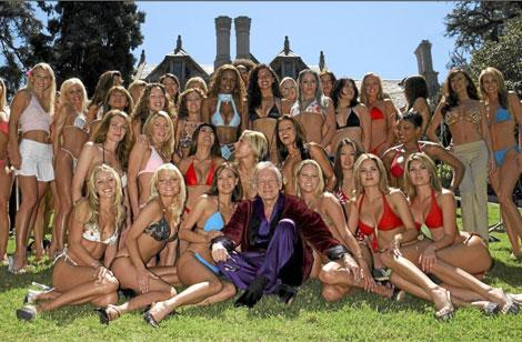 Hugh Heffner con sus conejitas. | Archivo