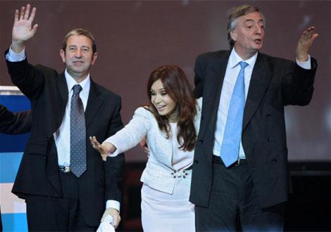 El vicepresidente Julio Cobos y la pareja presidencial durante la campaña electoral.