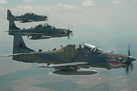 El Salvador compra diez aviones de combate a Brasil