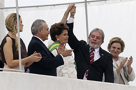 Marcela Temer, primera por la izquierda, en el acto de investidura. | Reuters