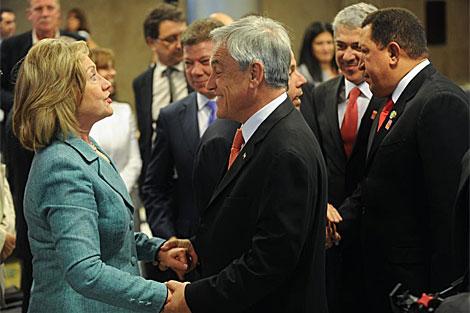 Piñera saluda a Hillary Clinton en los actos de toma de posesión de Dilma Rousseff. | Efe