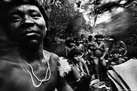 Varios miembros de la etnia yanomami. | Claudia Andújar