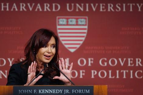 La presidenta argentina durante su intervención en Harvard.| Reuters/Jessica Rinaldi