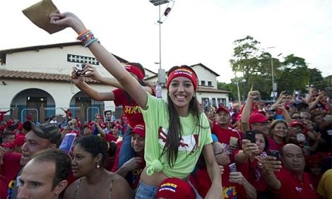 Una ola de fervor opositor frente al muro de Hugo Chávez