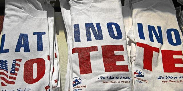 Camisetas que pedían el voto latino.| El Mundo