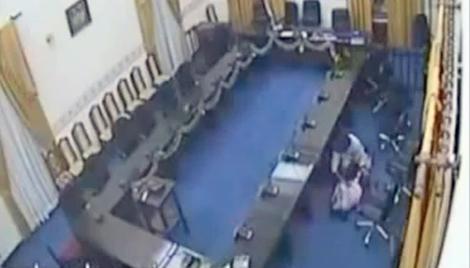 Imagen del vídeo difundido por los medios de la violación.