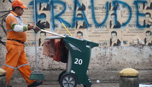 Varias pintadas de fraude en las calles de Caracas.| Afp