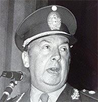 Carlos Guillermo Suárez Mason en una imagen de 1981. (Foto: REUTERS)