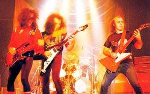 Barón Rojo, durante una actuación en los 80. (Foto: baronrojo.net)