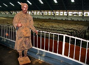 Pablo Wendel, disfrazado de guerrero de terracota. (Foto: AFP)