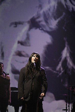 Antony Hegarty, cantante de Antony and the Johnsons, en una actuación. (Foto: R. Termine)