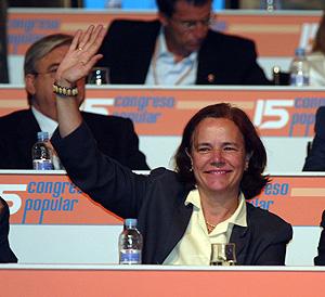 Loyola de Palacio en un congreso Nacional del PP, en 2004. (Foto: J. Martínez)