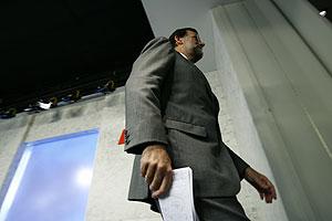 Rajoy con un papelito (Foto: Begoña Rivas / elmundo.es)