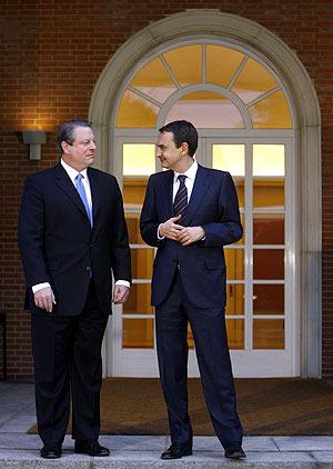 Al Gore junto a Zapatero en su reunión de este martes celebrada en La Moncloa. (Foto: EFE)