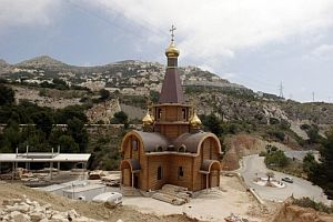 La iglesia, en obras. (Foto: EFE)