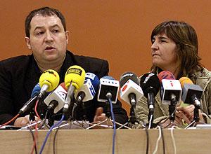 Rueda de prensa de Pernando Barrena y Marije Fullaondo en San Sebastián. (Foto: EFE)