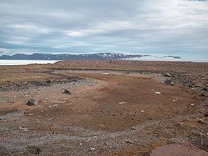 Fotografía tomada el 12 de julio de 2006 del desaparecido 'Camp Pond' en el Ártico. (Foto: EFE)
