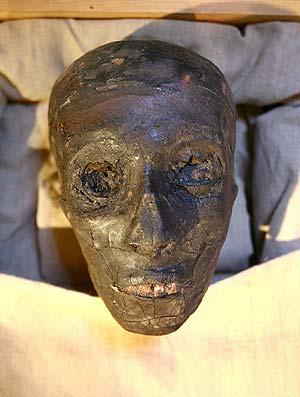 La momia del faraón expuesta. (Foto: EFE)