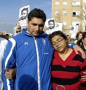 Juan José Cortes e Irene Suárez, padres de Mari Luz Cortés, durante la manifestación del martes. (Foto: EFE)