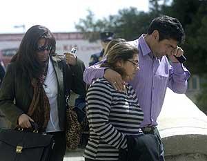 Los padres de Mari Luz, al salir de la Audiencia Provincial de Huelva. (Foto: EFE)