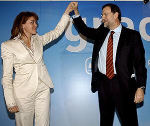 María Dolores de Cospedal, junto a Mariano Rajoy. (Foto: EFE)