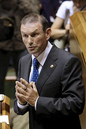 El 'lehendakari', Juan José Ibarretxe, en una comparecencia en el Parlamento vasco. (Foto: EFE)