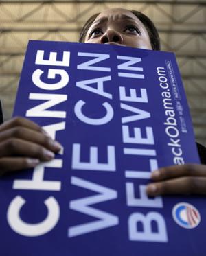 Una chica sostiene un cartel de apoyo al candidato demócrata Barack Obama. (Foto: AP).