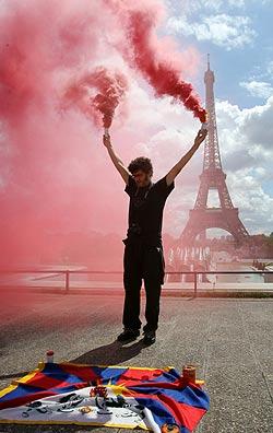 Uno de los paricipantes en la manifestación de París. (Foto: AFP)