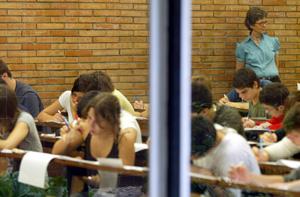 Alumnos de la Universidad Politécnica de Barcelona en un examen. (Foto: Domènec Umbert)