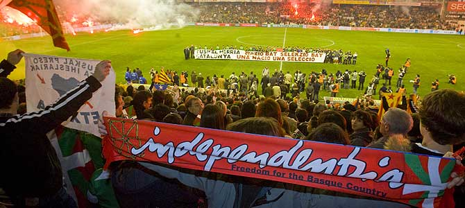 Una imagen del Euskal Herria- Catalunya que se jugó en diciembre de 2007 en San Mamés. (Foto: Iñaki Andrés)