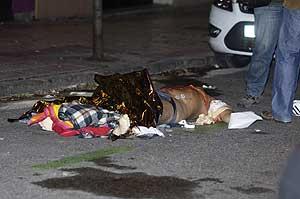 El cadáver de la víctima. (Foto: Paco Toledo)