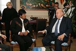 Morales conversa con el secretario general de la Organización de Estados Americanos. (Foto: EFE)