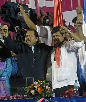 El presidente, Daniel Ortega, y su candidato a la alcaldía de Managua, en un acto de su partido. (Foto: EFE)