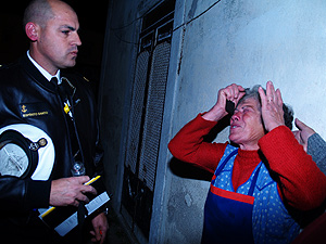 Una anciana lisboeta que no había sido informada del operativo sufrió un ataque de histeria, (Foto: V.L.)
