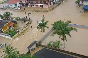 Vista de las calles inundadas en el barrio de Vila Nova en la ciudad de Joinville en el estado de Santa Catalina. (Foto: EFE)