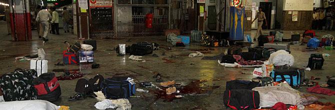 La estación central de Bombay, tras el ataque. (Foto: AP)