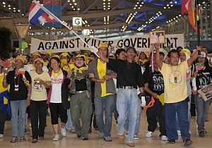 Los manifestantes, en el aeropuerto internacional, durante este miércoles. (Foto: EFE)