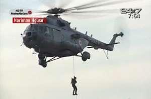 La operación de rescate, retransmitida por la televisión en directo. (Foto: AFP) Más Fotos