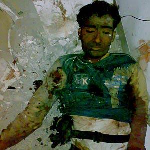 El cadáver de un presunto terrorista en el centro religioso judío Nariman House. (Foto: EFE)
