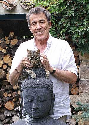 Dragó con su gato Soseki.