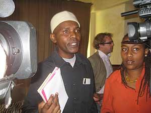 Andrew Mwangura, director del Programa de Asistencia Marítima de África del Este y experto en piratería. (Foto: Joana Socías)