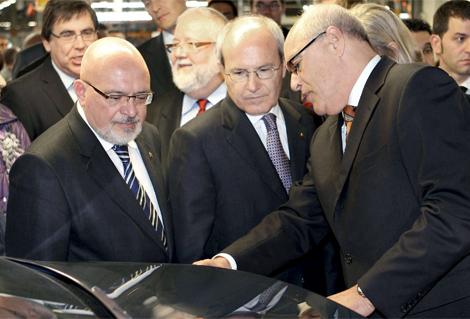 El President Montilla i el Conseller Huguet amb el nou President de Seat