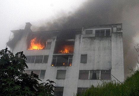 Imagen del edificio que sufrió el impacto. | Afp