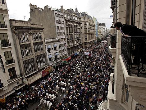 Miles de argentinos despiden a Alfonsín en Buenos Aires. | AP