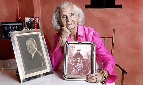 María Luisa Sanz de Limantour, con un retrato de su padre y otro de su abuelo. | Chema Conesa
