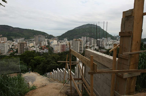 Muro en la favela Dona Marta. | Efe