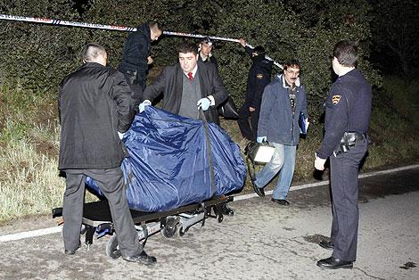 Imagen del transporte del cadáver hallado. | Foto: Sergio González