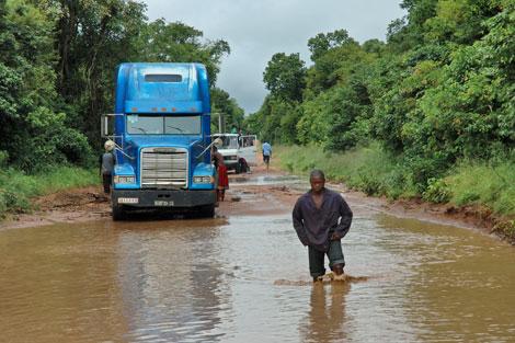Una imagen de las graves inundaciones en Chupanga (Mozambique) en 2008.   Intermon Oxfam